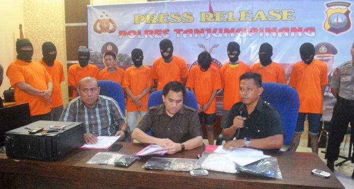 10 Tersangka Narkoba diamankan Polres Tanjungpinang. Foto Ian
