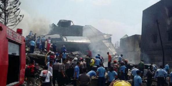 Pesawat Hercules jatuh. Foto Kompas.com