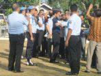 Plt Dirjen PAS Kemenkumham RI, Ma'mun saat melepas seragam Pegawai Lapas Kelas IIa Tanjungpinang. Foto ALPIAN TANJUNG