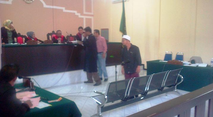 Direktur Cabang PT Samara Tungga, Marzuki saat memberikan keterangannya dalam sidang. Foto ALPIAN TANJUNG
