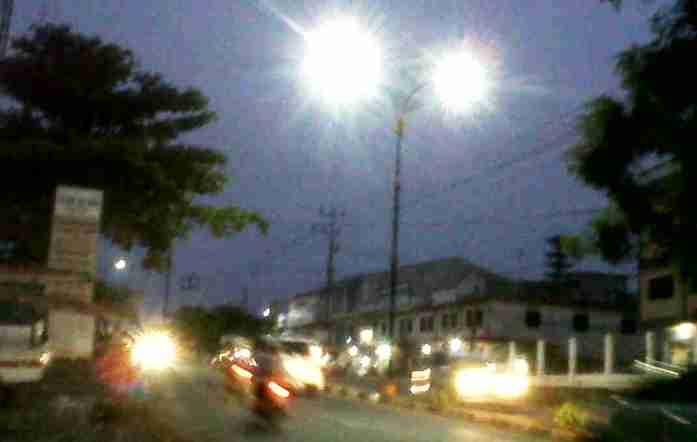 Ilustrasi Lampu penerangan jalan umum. Doc