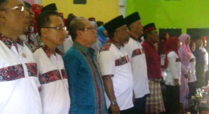 Lis bersama para tamu undangan. Foto SYAIFUL AMRI