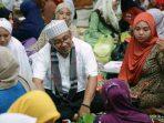 Lis saat berdialog dengan warga di Masjid Al - Furqon, Gang Nanas KM 8 atas