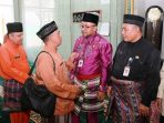 Lis menyalami anggota keluarga besar disdik Tanjungpinang