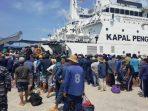 Para ABK Kapal Illegal Fishing Asal Vietnam Ketika Hendak Diberangkatkan. Foto Dispenal Lantamal IV