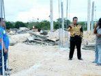 Bupati Bintan Saat Meninjau Pembangunan Stadion Olahraga