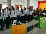 Ketua Panwaslu Lingga, Zamroni Saat Melantik 30 Anggota Panwascam. Foto NAZILI