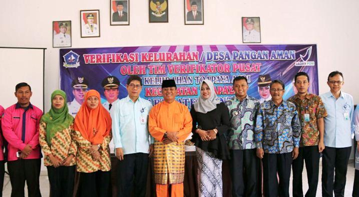 Wakil Bupati Bintan Dalmasri Syam Foto Bersama di Kantor Kelurahan Toapaya Asri