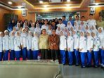 Ketua KPU Tanjungpinang, Robby Patria Foto Bersama Dengan Mahasiswa Poltekes Tanjungpinang