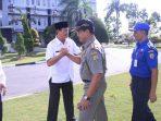Penjabat Wali Kota Tanjungpinang, Raja Ariza Saat bersalaman