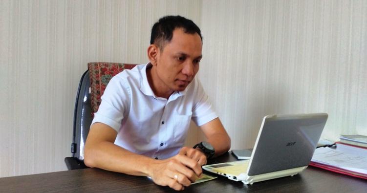 Kasi Pidum Kejari Bintan, RD Akmal SH Saat Ditemui Diruang Kerjanya. Foto ALPIAN TANJUNG