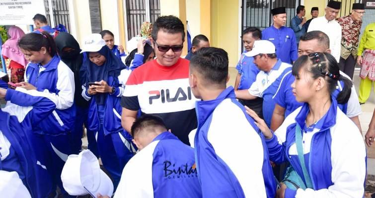Bupati Bintan Apri Sujadi Saat Melepas Kontingen Atlet Bintan