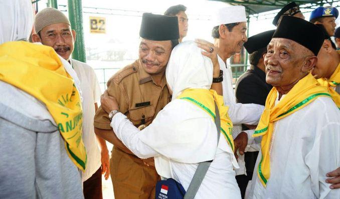 Pj Wali Kota Tanjungpinang Raja Ariza Saat Pelepasan JCH Tanjungpinang di Pelabuhan SBP