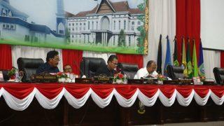 Gubernur Kepri, Nurdin Basirun Dan Ketua DPRD Kepri, Jumaga Nadeak Saat Paripurna