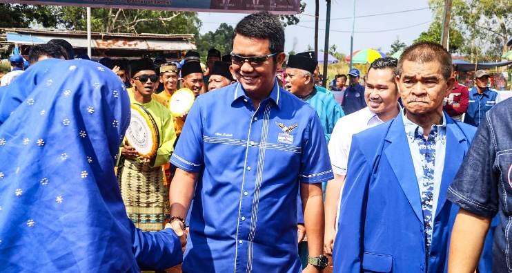 Ketua DPD Partai Demokrat Provinsi Kepri, Apri Sujadi Saat Disambut Kader Diacara Pelantikan Pengurus Partai Demokrat Kecamatan Teluk Bintan