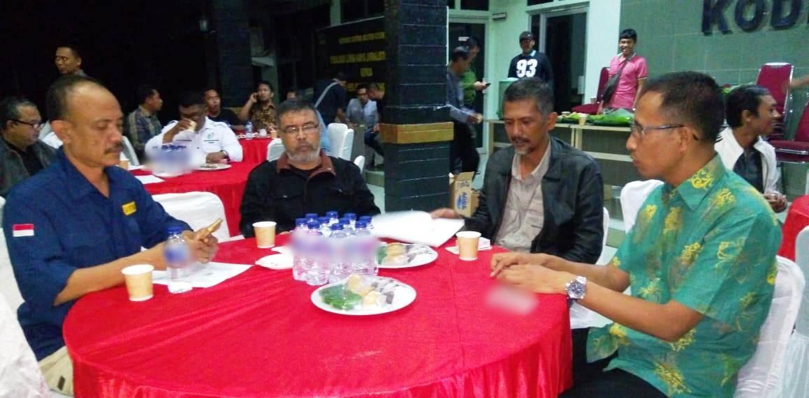Ketua PWI Tanjungpinang - Bintan, Zakmi Kamsir Piliang Disela sela Acara Sosialisasi Penyelenggaraan Lomba Karya Jurnalistik TMMD ke – 103 di Makodim 0315 Bintan. Foto NOVENDRA