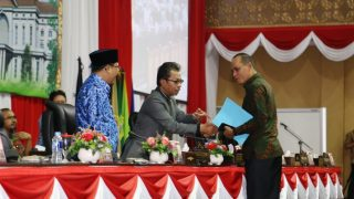 Ketua DPRD Kepri, Jumaga Nadeak Usai Paripurna