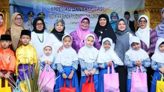 Bunda PAUD Kota Tanjungpinang, Juariah Syahrul Saat Foto Bersama