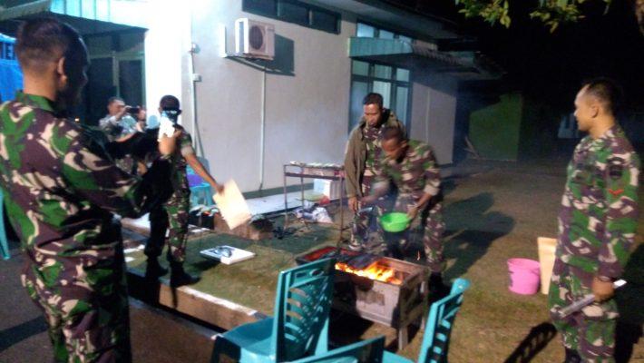 Dandim 0315/Bintan, Letkol Inf I Gede Putu Wijangsa saat membaur bersama anggota Kodim 0315/Bintan