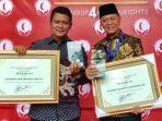 Wali Kota Tanjungpinang, Syahrul Bersama Bupati Bintan, Apri Sujadi Usai Menerima Penghargaan