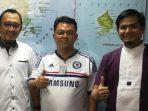 Plt Kabag Kominfo Humas Setda Lingga, Buana Foto Bersama Dua Perwakilan Telkomsel