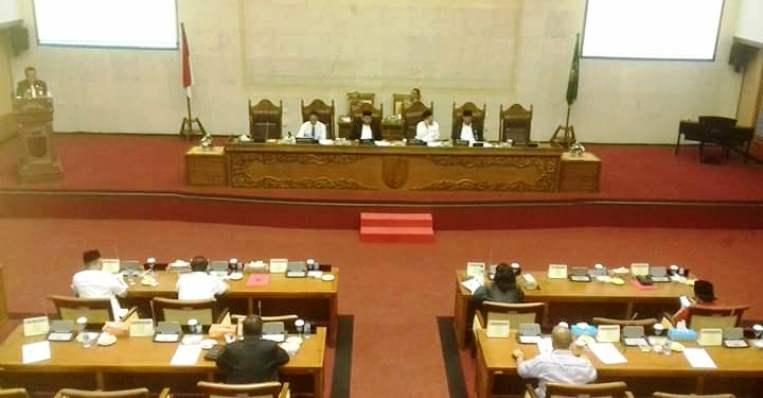 Suasana Rapat di Ruang Rapat DPRD Kota Batam