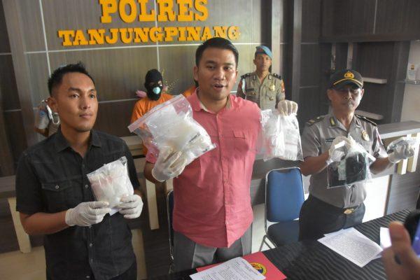 Pres Rilis Kasat Narkoba AKP Dwi Ramadhanto terkait Narkoba 1 Kilo