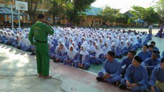 Ketua Paguyuban Seni Bela Diri TWI Tanjungpinang, Mujaidin Saat Mensosialisasikan PPK Dihadapan Pelajar