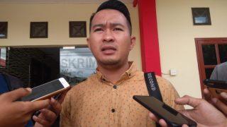M.Apriyandi saat diwawancara sejumlah awak media di depan Satreskrim Polres Tanjungpinang