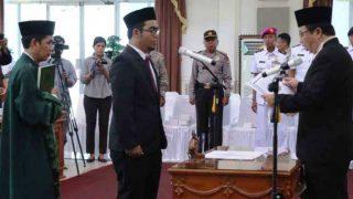 Ketua DPRD Tanjungpinang, Suparno Saat Melantik Kurniawan