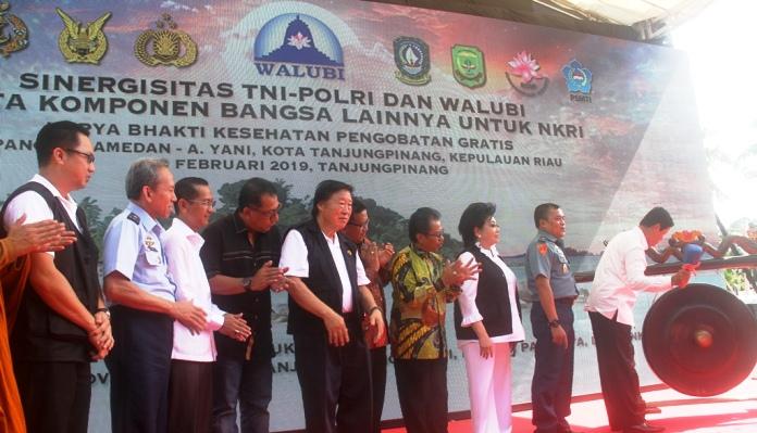 Wakil Gubernur Kepri, Isdianto Saat Memukul Gong