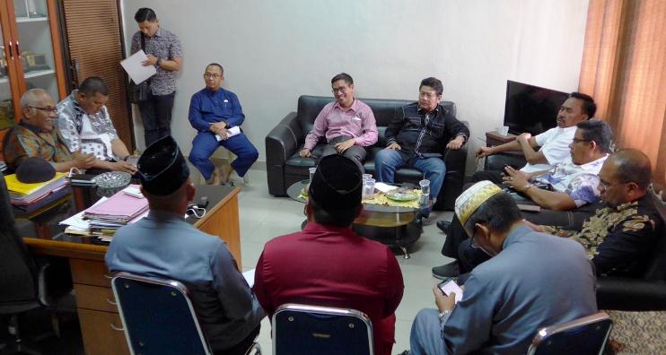 Abdul Rahman Bersama Rombongan Komisi I DPRD Kepri Saat Berbincang Bincang di Kantor Disdukcapil Kota Batam
