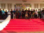 Ketua Panitia Pelaksana Ikrar Pemuda, Iwan Lapi Ladoke saat bacakan 'Ikrar Pemuda' didampingi Gubernur Kepri, Wali Kota Tanjungpinang dan Ormas