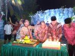 Dirut PT TMB BUMD Kota Tanjungpinang, Jondervan saat bersama Wali Kota Syahrul S.Pd dan Sekda Drs Riono rayakan HUT yang ke-9