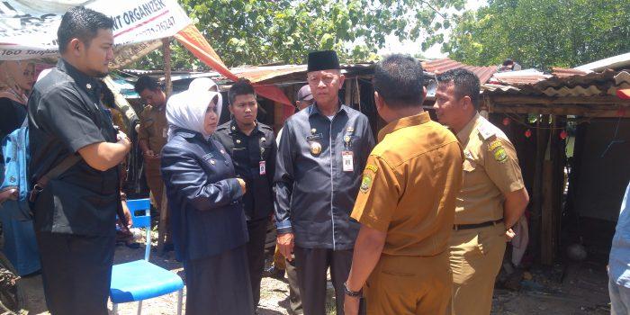 Wako dan Wawako saat kunjungi rumah Zailani penderita stroke di wilayah Kelurahan Kampung Bulang
