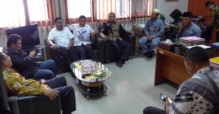 Komisi I DPRD Kepri Saat Sidak ke Kantor Disdukcapil Kota Batam