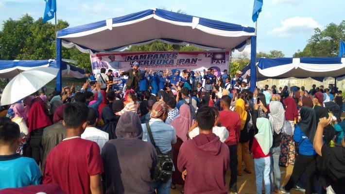 Naga Lyla saat hibur masyarakat Tanjungpinang Timur pada Kampanye Terbuka PAN
