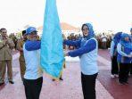 Sekda Kepri, Arif Fadillah Saat Menyerahkan Bendera Petaka