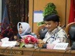 Wakil Ketua I DPRD Kota Tanjungpinang, Ade Angga Bersama Wakil Walikota Tanjungpinang Saat Paripurna Penetapan Ranperda Propemperda