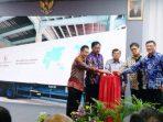 Wapres Jusuf Kalla Bersama Gubernur Kepri, Nurdin Basirun Saat Peluncuran Pengiriman Perdana Produk Fast Router