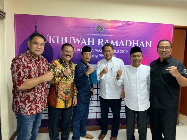 Ketua PWI Pusat, Atal S Depari saat photo bersama di acara Ukhuwah Ramadhan