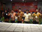 Ketua KPU Kota Tanjungpinang Aswin Nasution saat photo bersama usai penghitungan suara