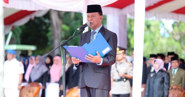 Walikota Tanjungpinang, Syahrul Saat Membacakan Amanat Menteri Pendidikan Pada Upacara Hardiknas 2019