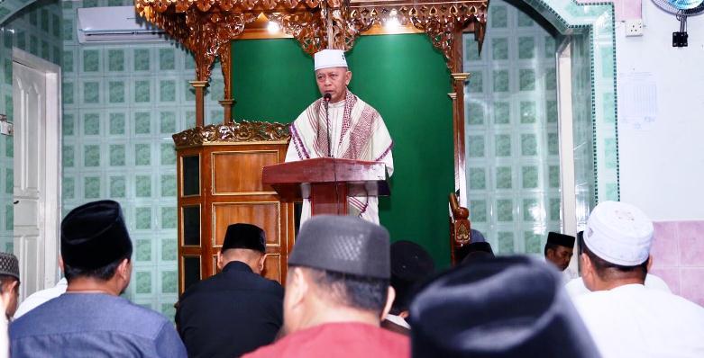 Walikota Tanjungpinang, Syahrul Saat Menyampaikan Sambutannya Diacara Safari Ramadan di Masjid Ash Shobirin