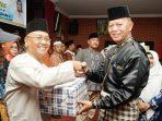 Walikota Tanjungpinang, Syahrul Saat Menyerahkan Bantuan Paket Sembako