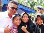Bupati Bintan, Apri Sujadi Saat Foto Bersama Pelajar