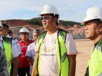 Bupati Bintan, Apri Sujadi dan Wakil Bupati Bintan, Dalmasri Syam Saat Mengunjungi Bandara Tambelan