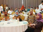 Bupati Natuna, Abdul Hamid Rizal Bersama Peserta Saat Menghadiri Rapat Evaluasi dan Optimalisasi Program Tol Laut dan Jembatan Udara