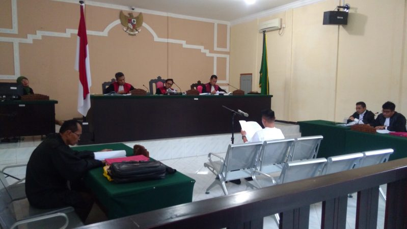 Kuasa Hukum Apriyandy, Hendi Devitra SH saat membacakan esepsi di Pengadilan Negeri (PN) Tanjungpinang