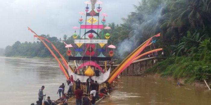 Salah Satu Perahu Baganduang. Foto ZULHENDRI